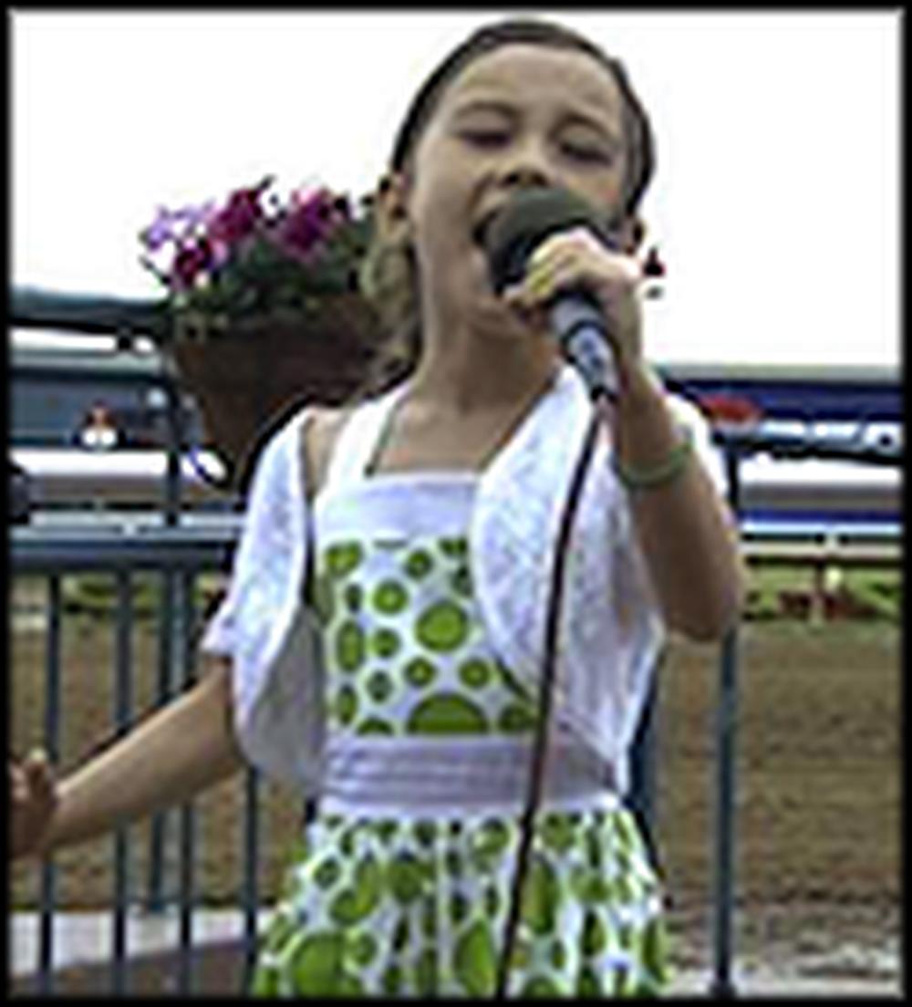 8 Year Old Rhema Marvanne Sings Hallelujah - Amazing