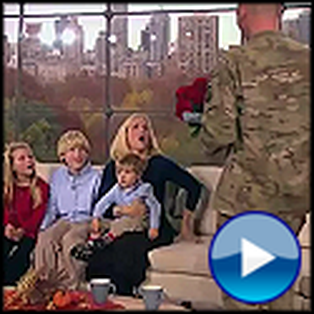Anderson Cooper Reunites a Soldier with his Family for Thanksgiving