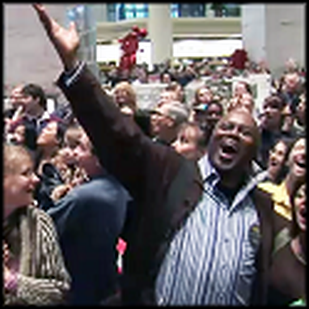 Philadelphia Opera Surprises Macys Customers with a Hallelujah Flash Mob