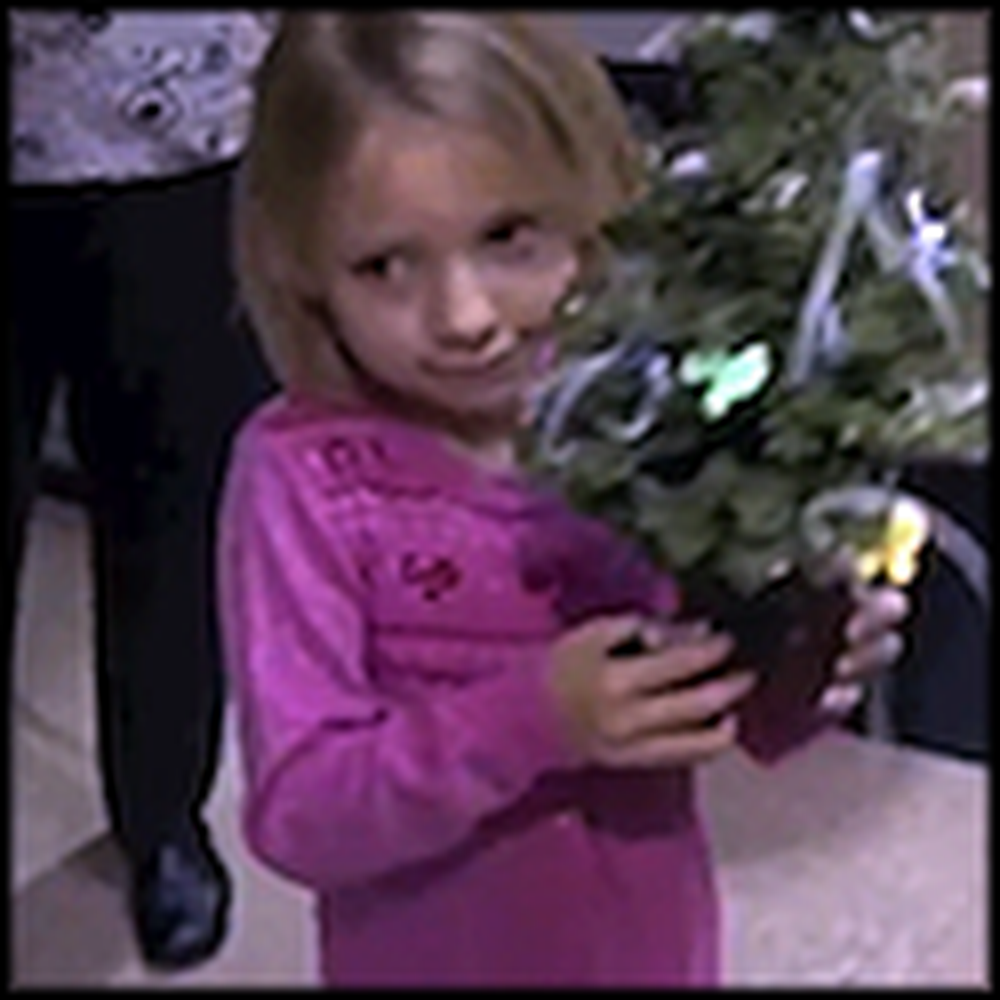 7 Year Old Girl Gives Christmas Trees to Babies in NICU