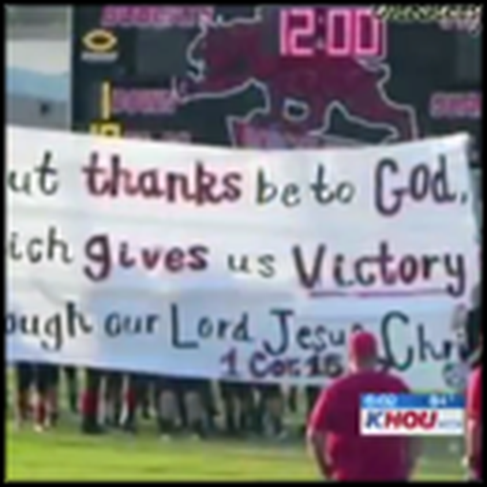 Cheerleaders Bravely Stand Up For Jesus