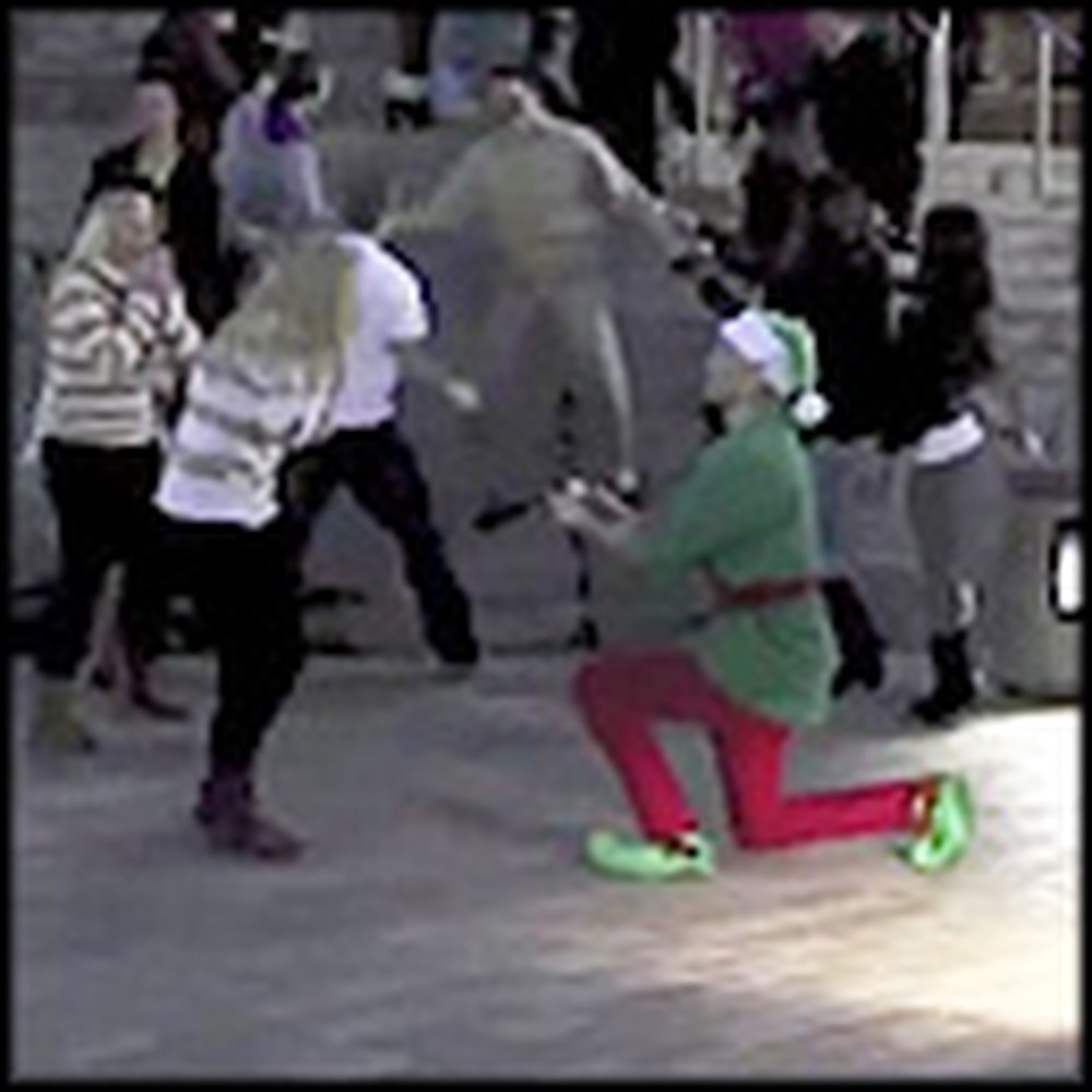Awesome Christmas Flash Mob With a Surprise Ending
