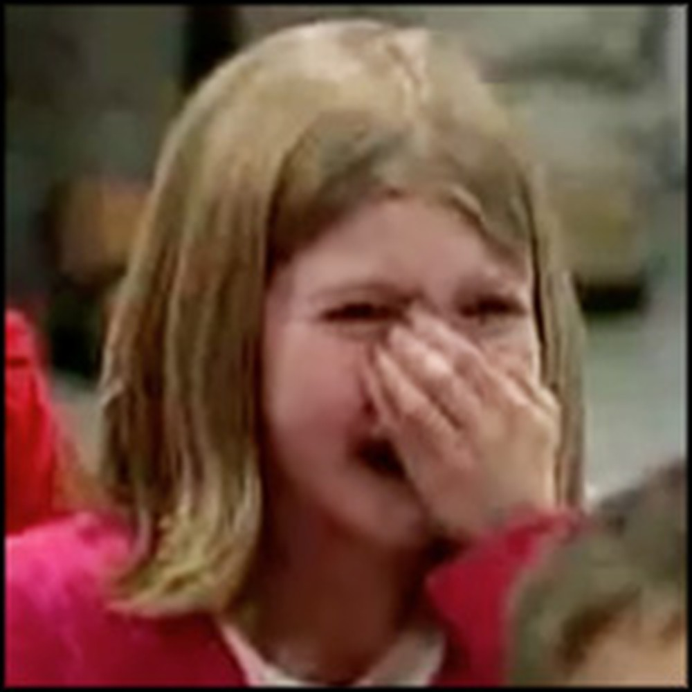 Little Girl's Heart-melting Reaction to Soldier Daddy's Surprise Homecoming