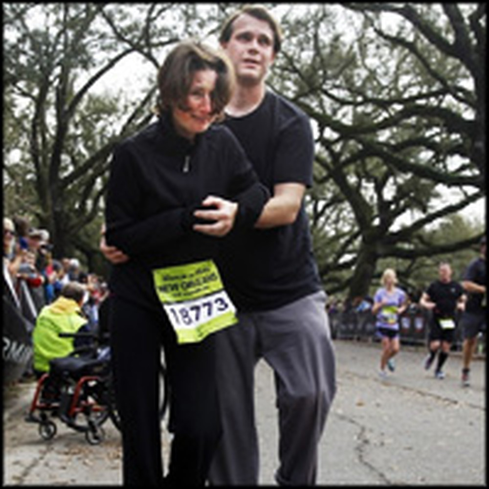 Boyfriend Helps his Semi-Paralytic Girlfriend Cross a Marathon Finish Line