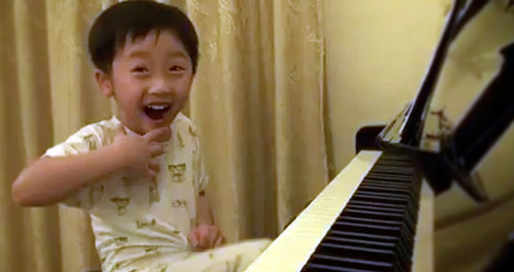 4 Year Old Boy Plays Piano Better Than Any Master - Wow