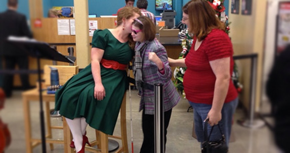 This Caroler Gave a Blind-Deaf Girl a Priceless Gift - a Song. Incredibly Touching.