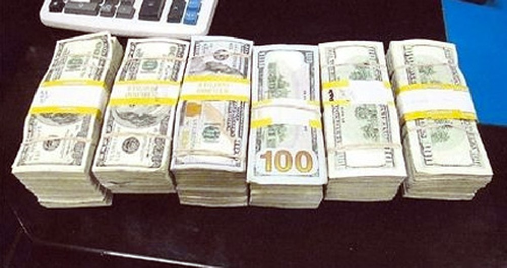An Honest Cab Driver is Rewarded After Returning $300,000 Left in His Car