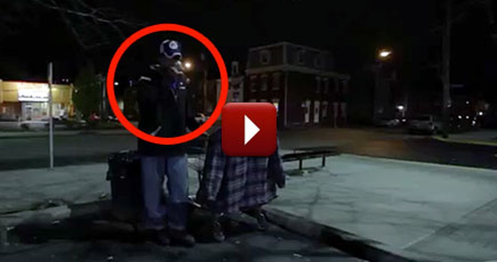 A Seemingly Homeless Man Walking the Streets Has Been Spreading Incredible Kindness