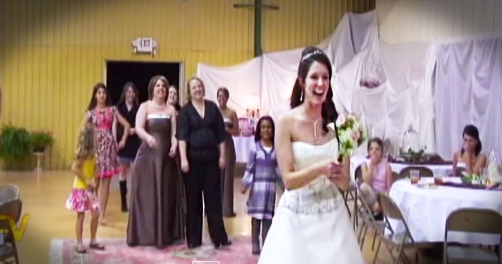 What Happens Next Made Me LOL So Hard! This Is 1 Bouquet Toss That's Going Down In HISTORY!