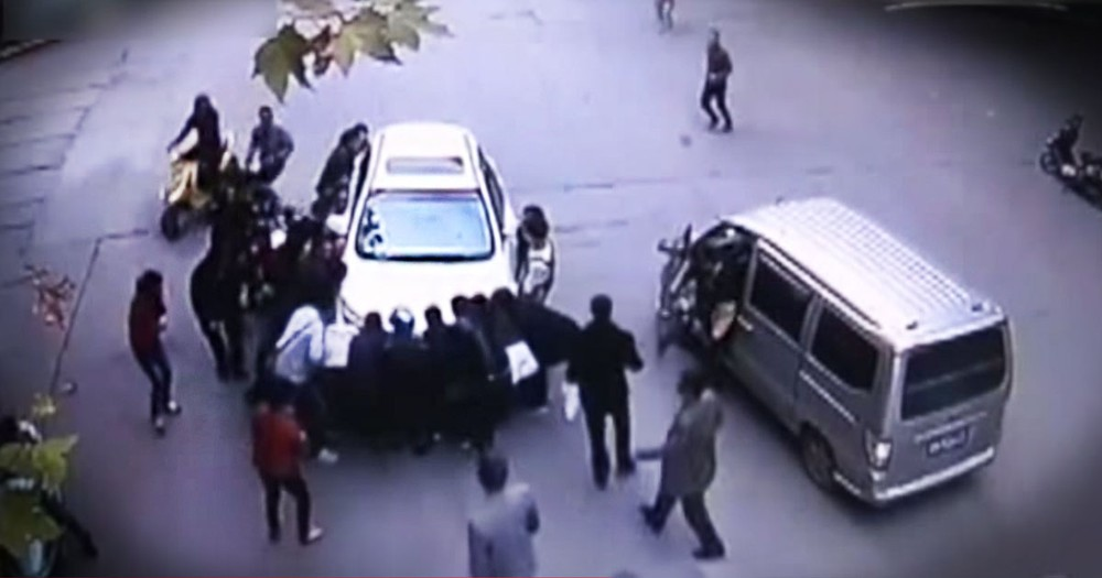 Woman Trapped Under Car Is Saved By A Group Of Strangers