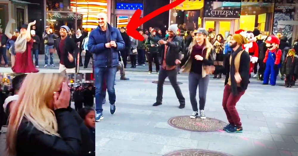 Man Surprises His Girlfriend With Awesome Flash Mob