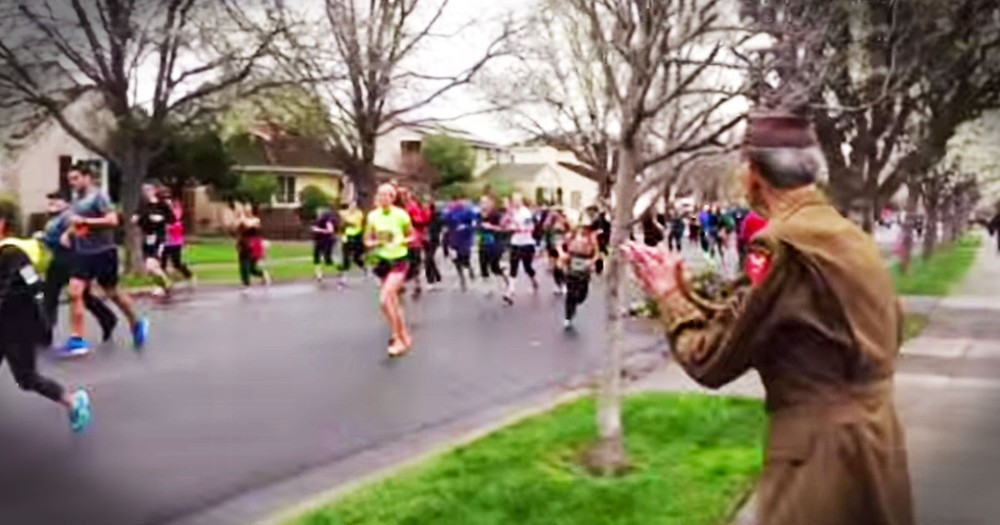 This Spontaneous Tribute to a WWII Veteran Will Warm Your Heart!