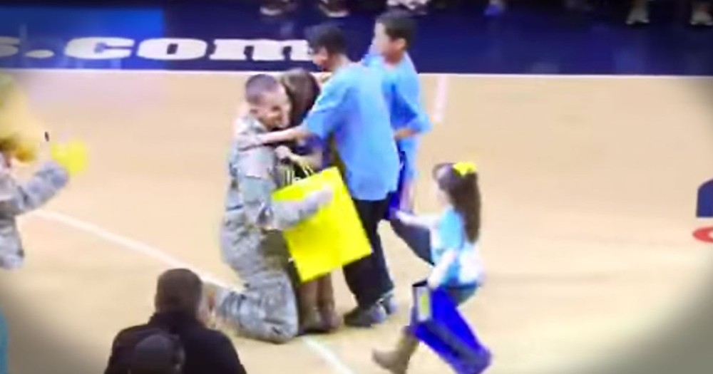 Soldier Dad Has AMAZING Surprise For His Kids!