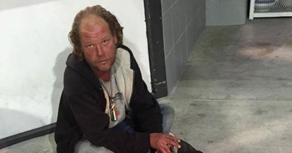 Homeless Man Reveals Amazing Secret In Front Of A 7-11!