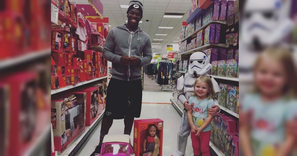 This Teen's Random Act Of Kindness At Target For A Toddler Was TOO Sweet!