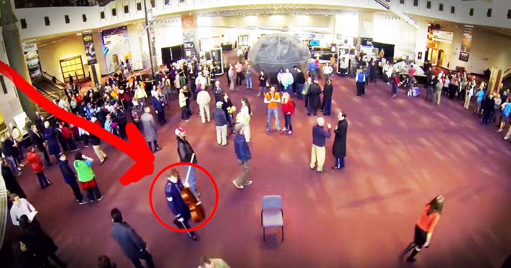 Air Force Band's Christmas Flash Mob Is Truly Spectacular