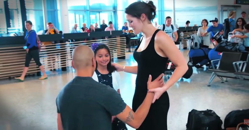 Airport Arrival Proposal Is Too Cute To Miss