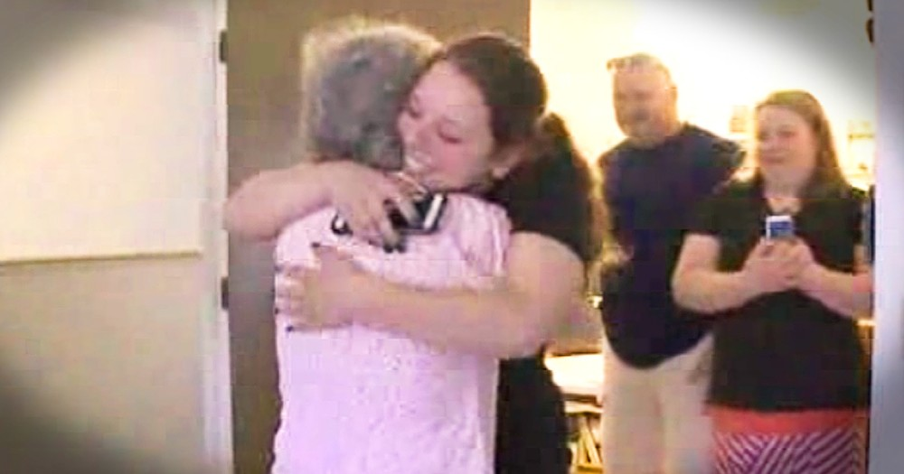 85-Year-Old Meeting The Young Woman Who Saved Her Life Is Beautiful