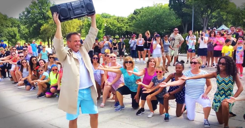 Flash Mob In Washington Turns Into An Adorable Proposal