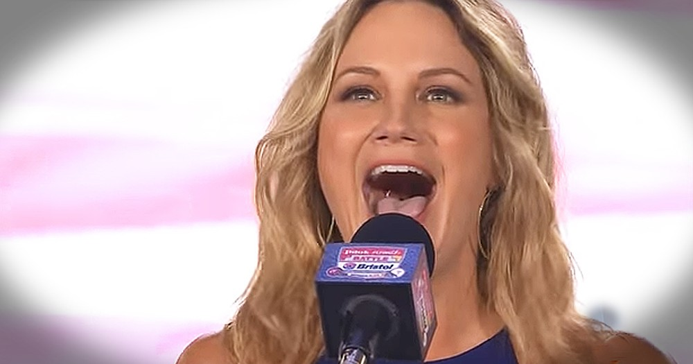Country Artist Jennifer Nettles Sings Stunning Rendition Of 'The National Anthem'