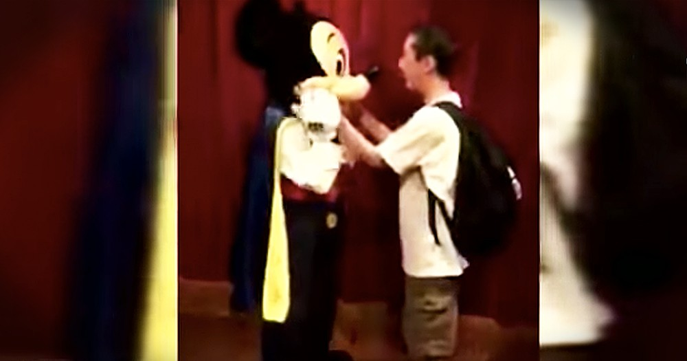 21-Year-Old Blind Man Cries After Meeting Mickey Mouse For The First Time