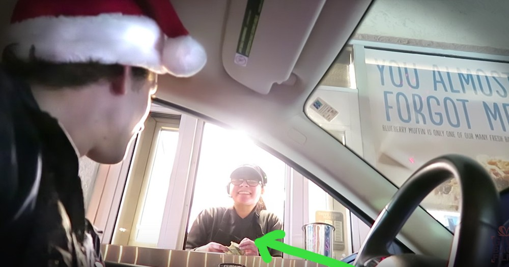Guys Tip Fast Food Workers $100 For The Best Christmas Present