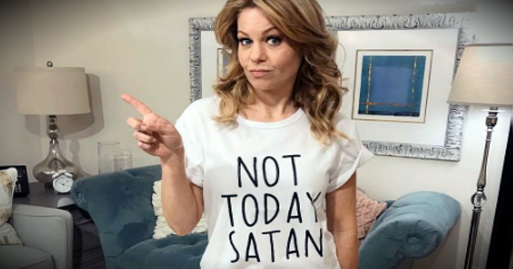 Online Bullies Attacked Candace Cameron Bure For Wearing This Shirt