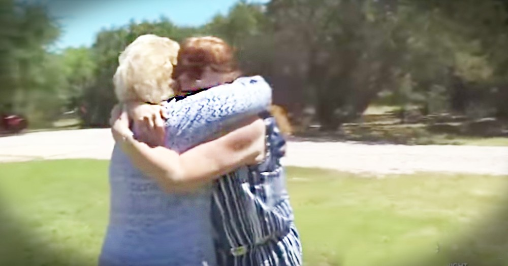 Mother And Daughter Have An Emotional Reunion After 52 Years