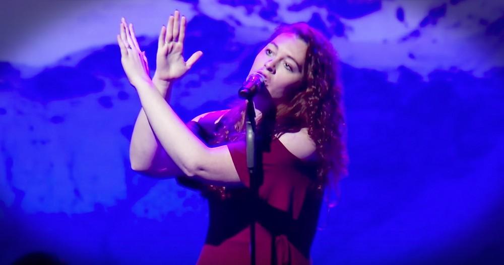 Deaf Singer Mandy Harvey Sings 'It Is Well'