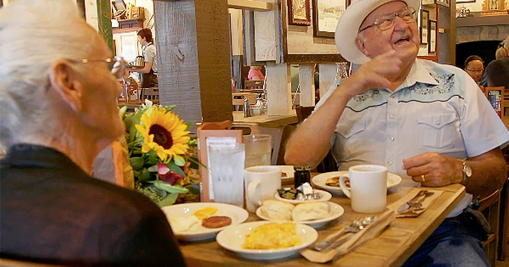 Couple Spends 40 Years Traveling To Every USA Cracker Barrel Store
