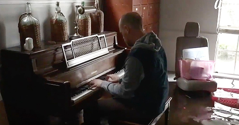 Texas Musician Knee-Deep In Flood Waters Plays Piano