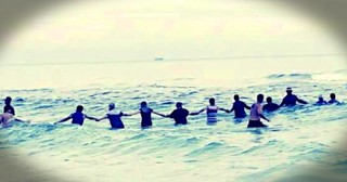 80 Person Human Chain Saves Family From Rip Current