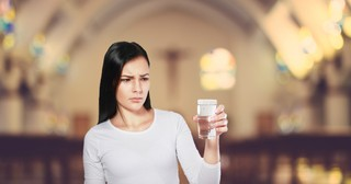 Pastor Uses Glass Of Water To Teach Complaining Woman A Lesson