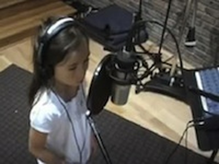 7 Year Old Rhema Marvanne Sings 'The Prayer'