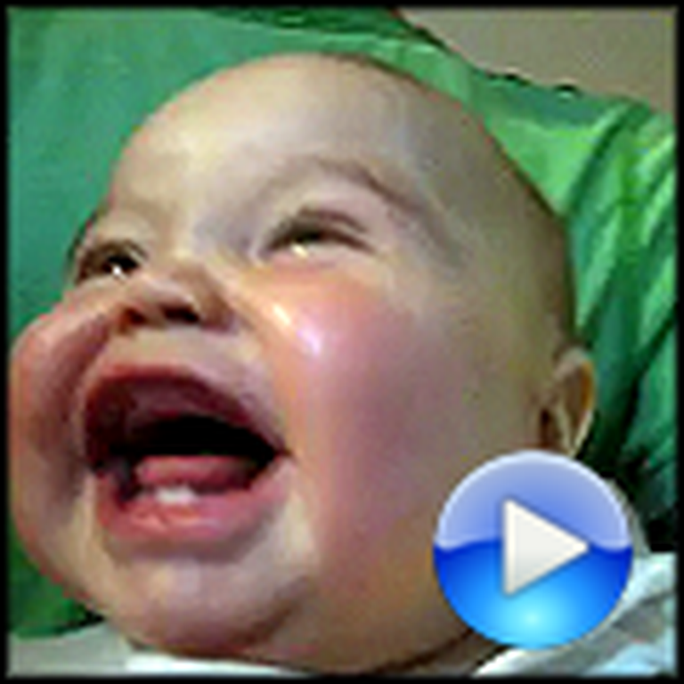 Baby Playing Peekaboo Laughs Uncontrollably - Hilarious
