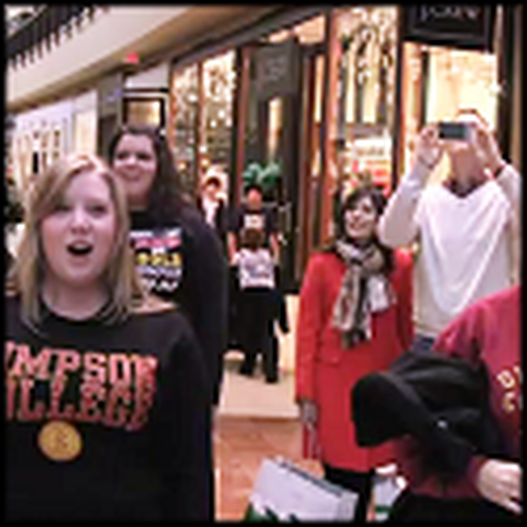 Simpson College Surprises a Mall with a Flash Mob