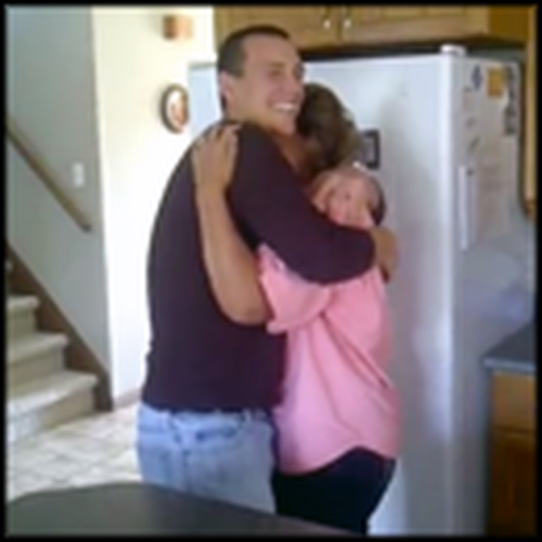 Mom Breaks Down in Tears After her Soldier Son's Surprise