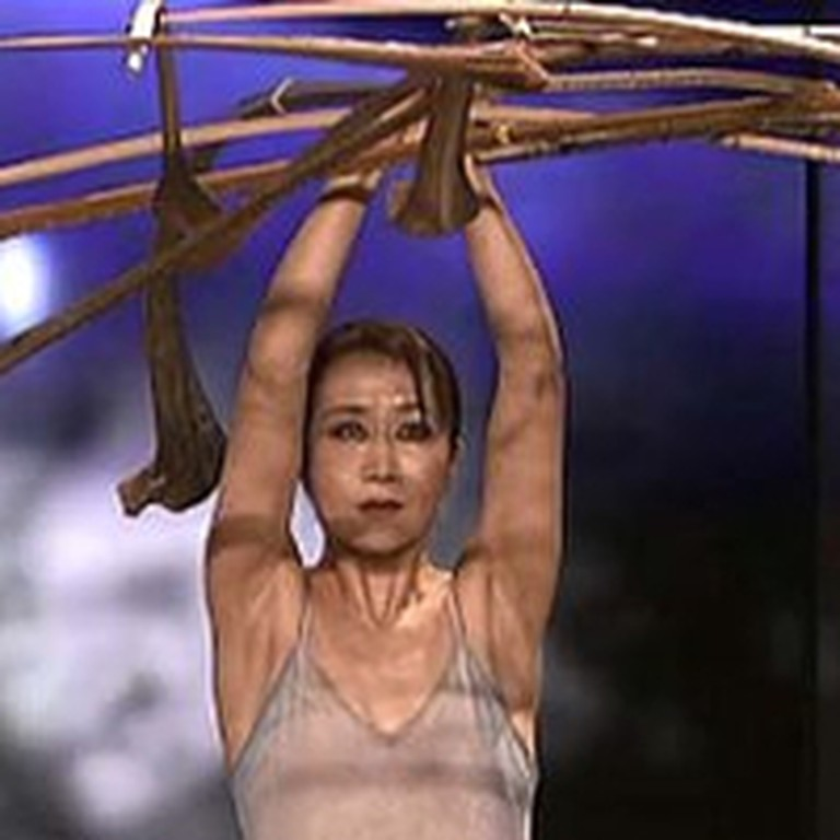 Woman's Astonishing Balancing Skill Will Leave You Breathless