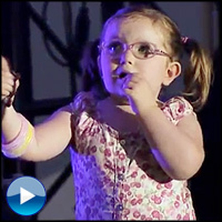 Sugarland Sweetly Sings to a Little Girl With Cancer During a Concert