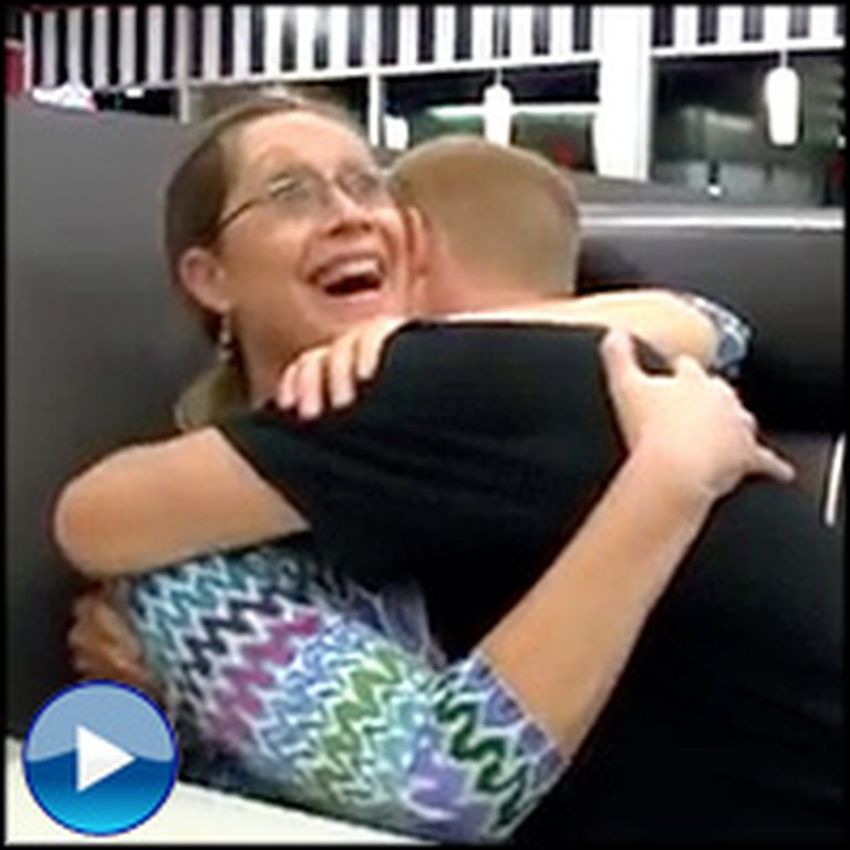 Military Son Surprises his Mother During Lunch - a Heartwarming Reaction