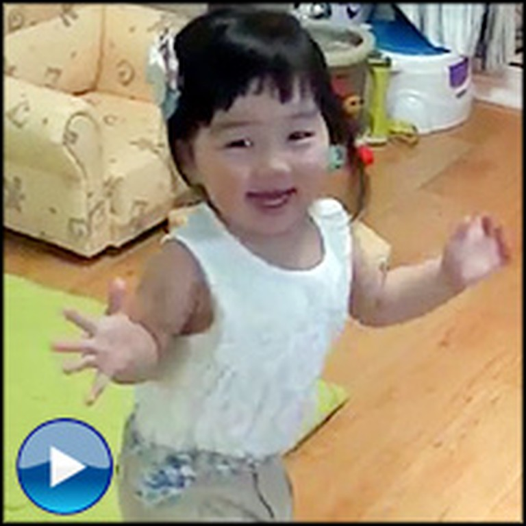 Cute Baby Girl Has the BEST Reaction to Seeing Her Daddy on Skype