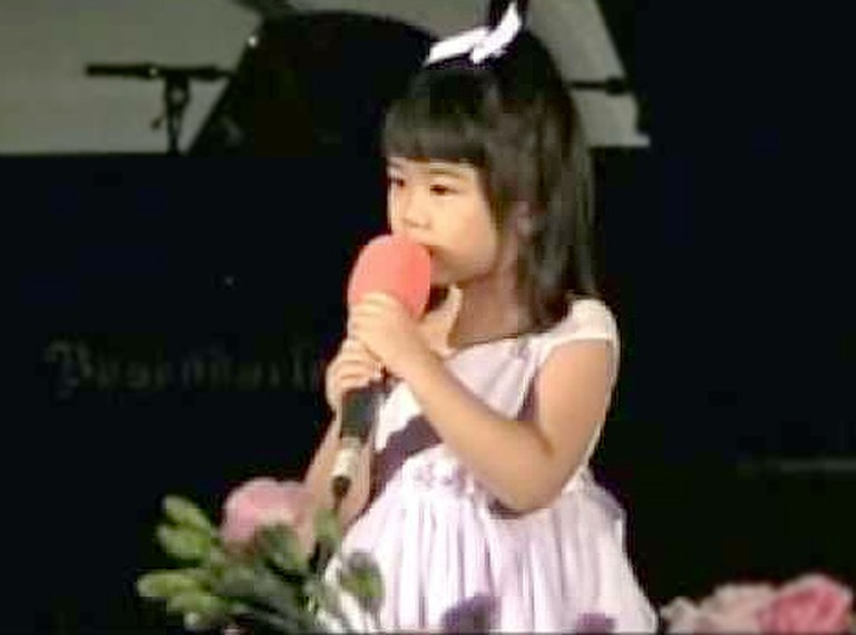 Precious Girl Sings her Heart Out for the Lord - This is SO Heartwarming