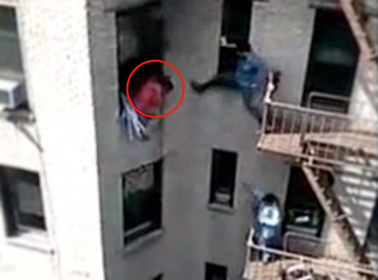 Good Samaritans Risks Everything to Save This Man From a Fire