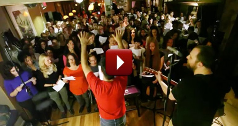 Watch This Gigantic, Surprise Choir Performance of Hallelujah