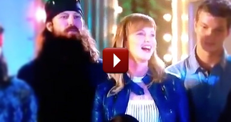 Missy Robertson Leads Duck Dynasty Family in Singing Silent Night