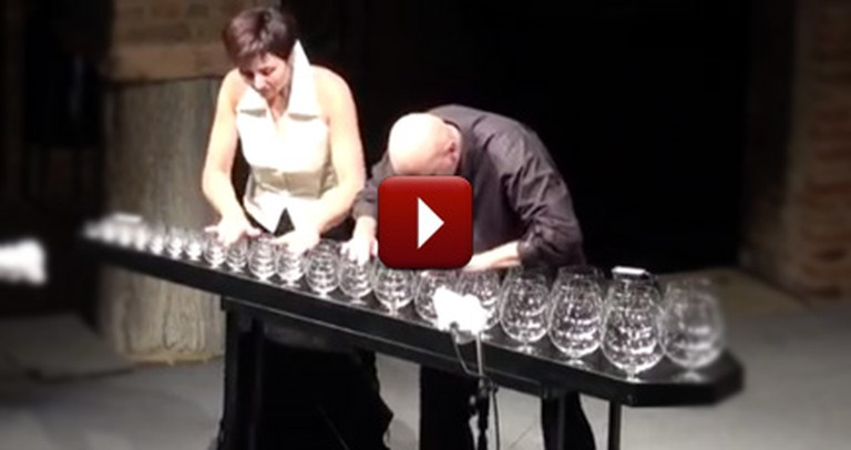 2 People Make Incredible Christmas Music Using Only Water and Glasses