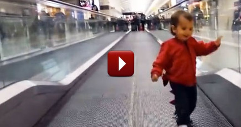 How to Keep a Toddler Entertained During a Delayed Flight