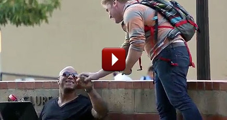 2 People Spread Love to Strangers by Doing Something You'd Never Think Of