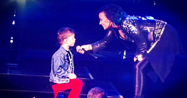 This Super Star Stopped Her Whole Concert For This 5-year-old. And You're Gonna Love WHY!