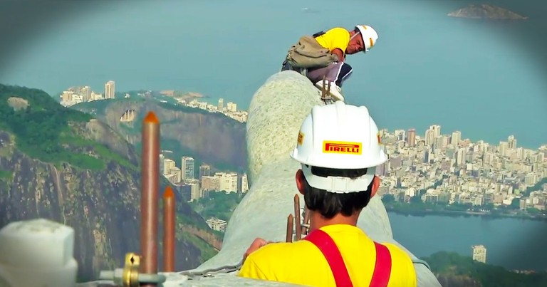 Workers Risk Their Lives to Repair Statue of Jesus
